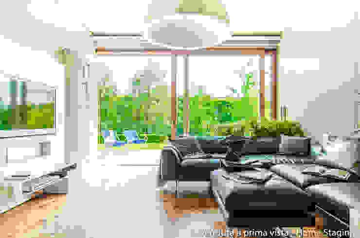 Modern living room by Venduta a Prima Vista Modern