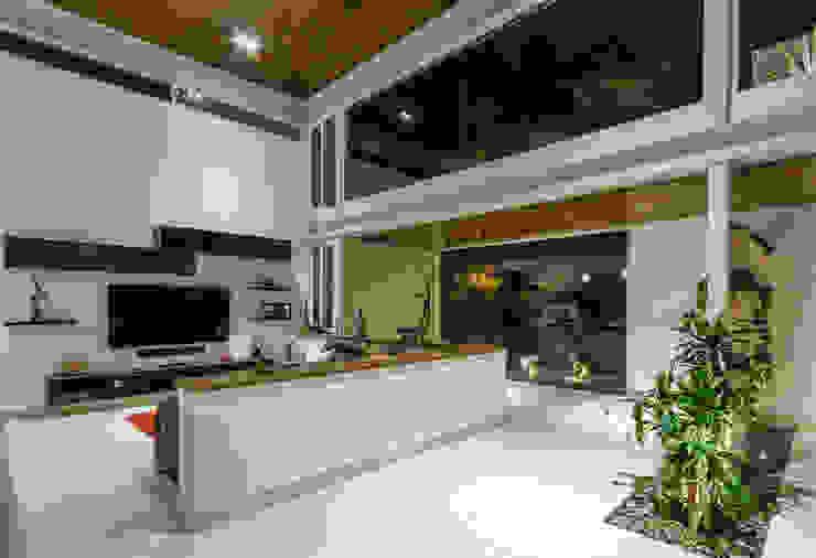 Sala TV Salones modernos de Loyola Arquitectos Moderno