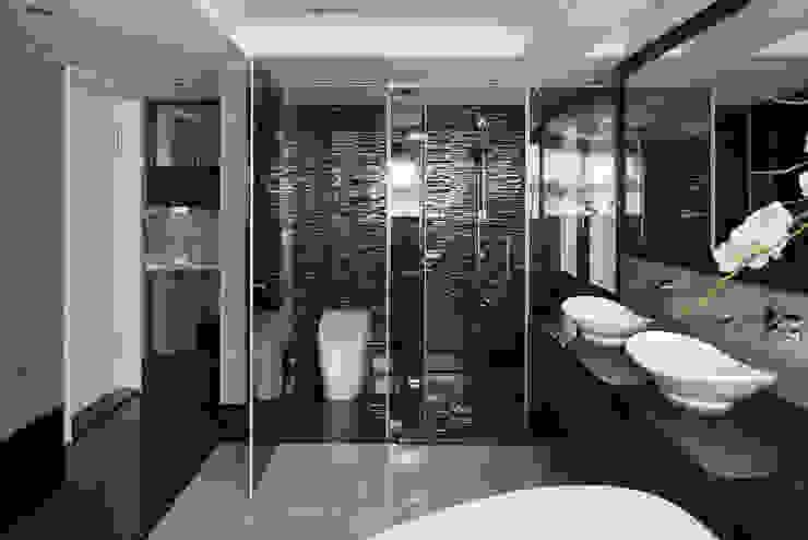 居悅:  浴室 by 大荷室內裝修設計工程有限公司