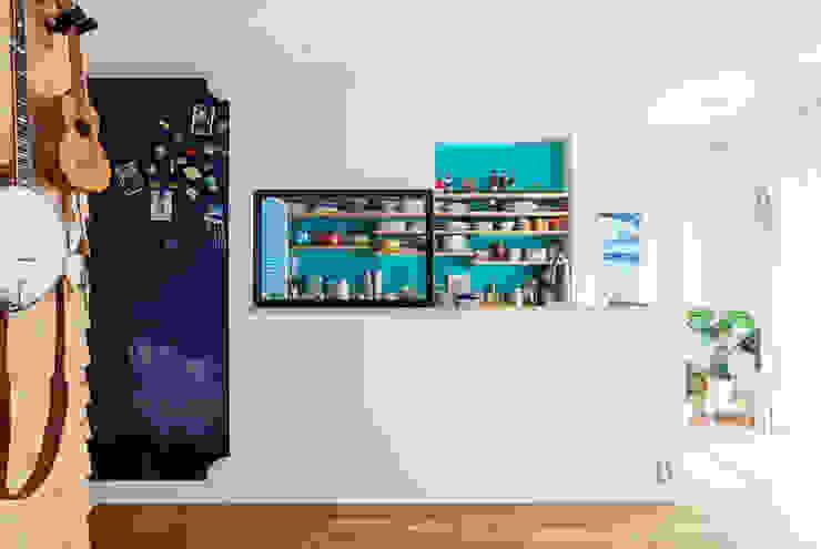 狭くて贅沢な寝室と、ハワイのコテージ 株式会社ブルースタジオ モダンな キッチン
