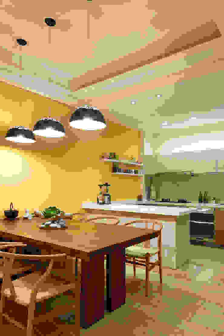 光影交錯的穿透樓梯,屬於都會的樂活休閒宅 根據 合觀設計 現代風