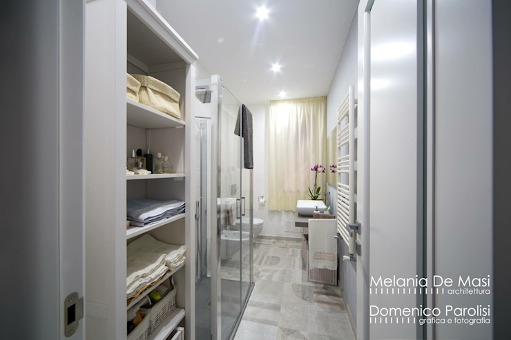 Modern bathroom by melania de masi architetto Modern