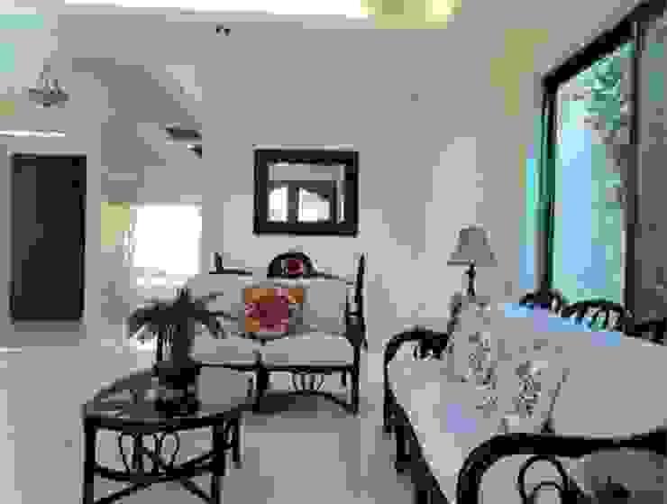 "CASA ""LA PICCOLA ITALIA"" Salones tropicales de SG Huerta Arquitecto Cancun Tropical Madera Acabado en madera"