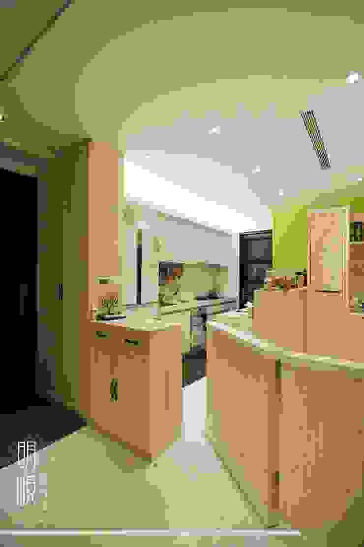新竹 鄉村簡約 乡村风格的走廊,走廊和楼梯 根據 明峴室內設計 鄉村風
