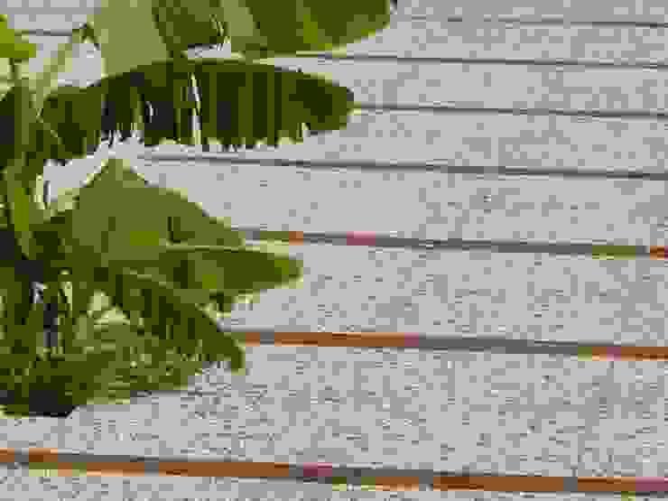 Pavimenti in ghiaia lavata per esterni PAVIMENTI PIETRO BASILE SRL Giardino in stile rustico Cemento