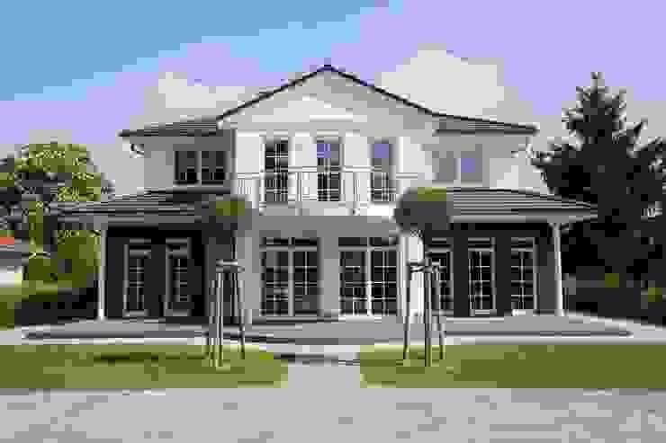 Außenansicht der Villa Klassische Häuser von Heinz von Heiden GmbH Massivhäuser Klassisch