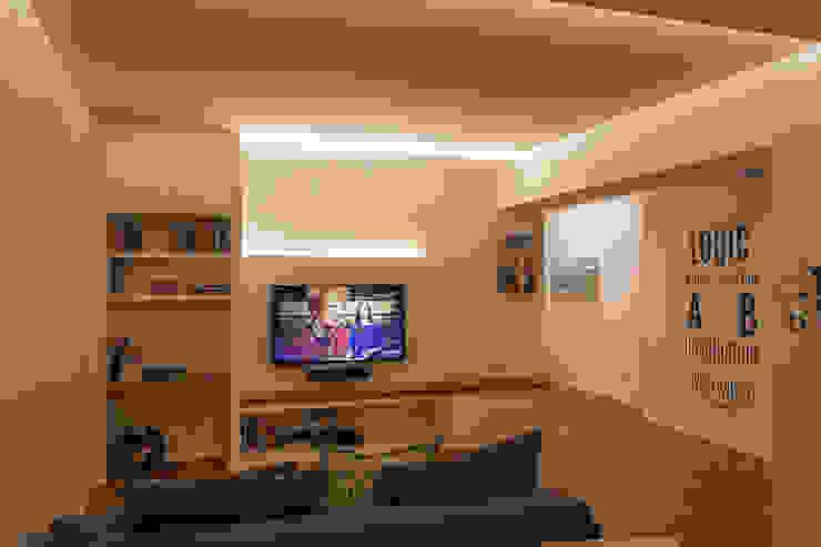Appartamento Z + D: Soggiorno in stile  di Architettura & Interior Design 'Officina Archetipo'