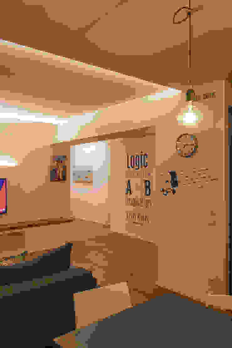 Architettura & Interior Design 'Officina Archetipo' Ruang Keluarga Minimalis