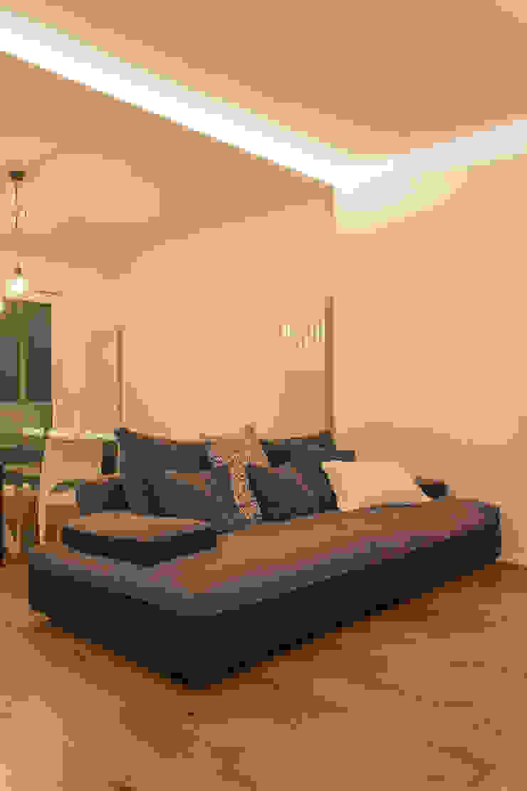 Architettura & Interior Design 'Officina Archetipo' Ruang Keluarga Minimalis Grey