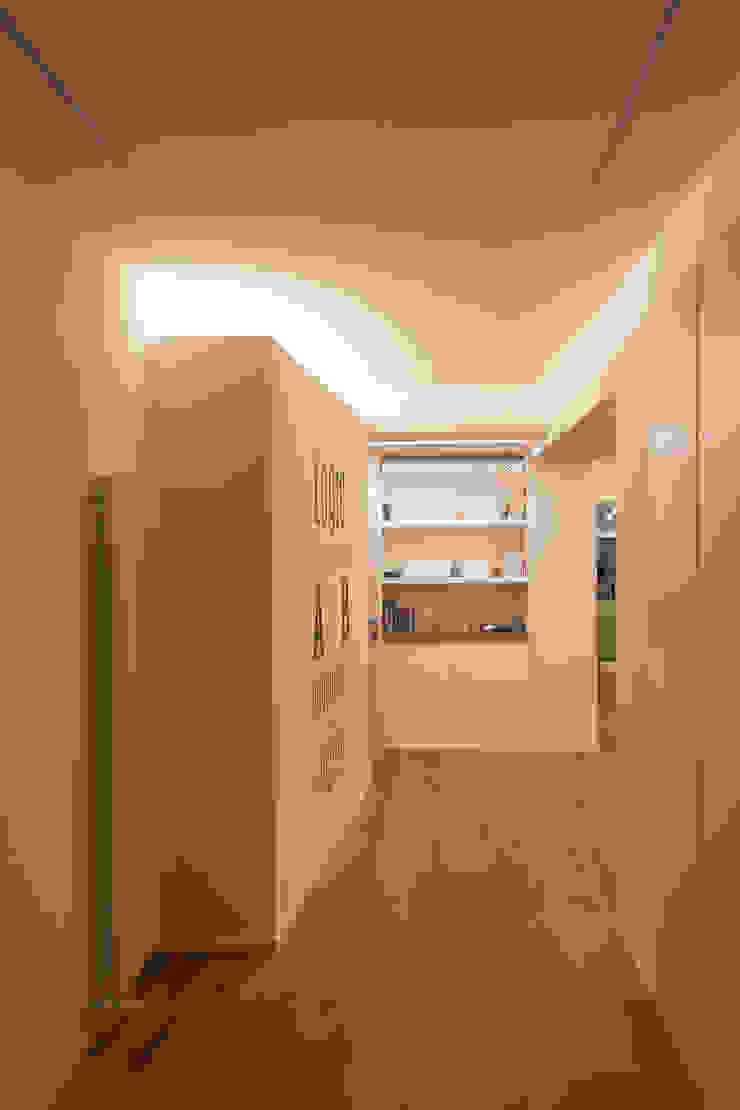 Architettura & Interior Design 'Officina Archetipo' Koridor & Tangga Minimalis