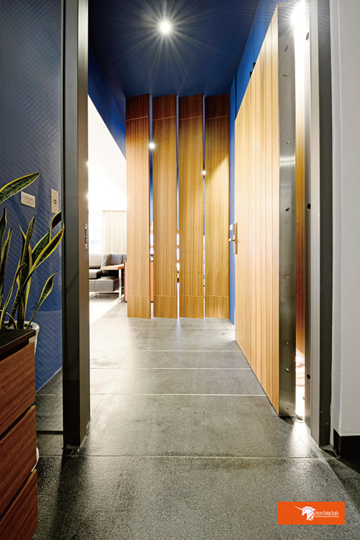 Eclectic style corridor, hallway & stairs by Unicorn Design Eclectic