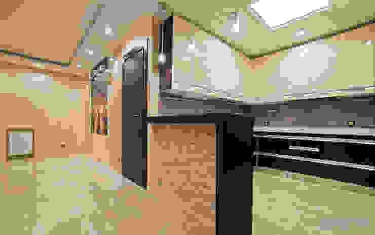 Modern Kitchen by Студия интерьера Дениса Серова Modern