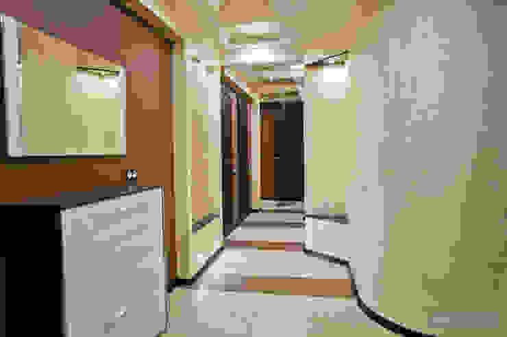 Modern Corridor, Hallway and Staircase by Студия интерьера Дениса Серова Modern