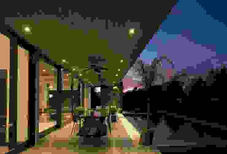 Balcones y terrazas modernos de JPV Arquitecto Moderno