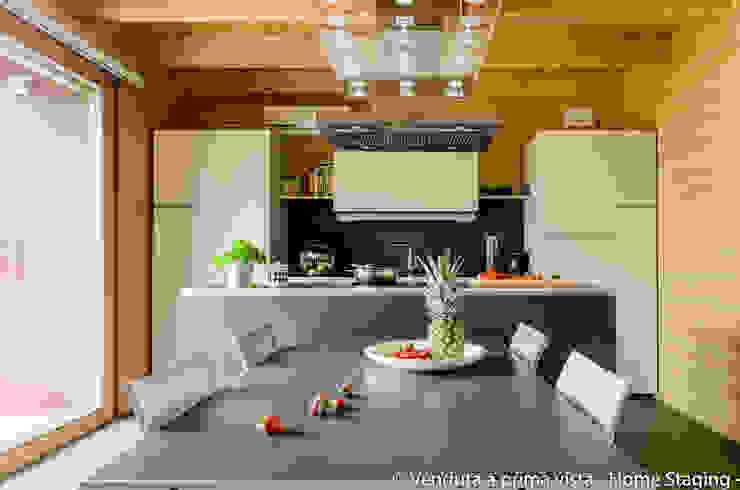 Modern kitchen by Venduta a Prima Vista Modern