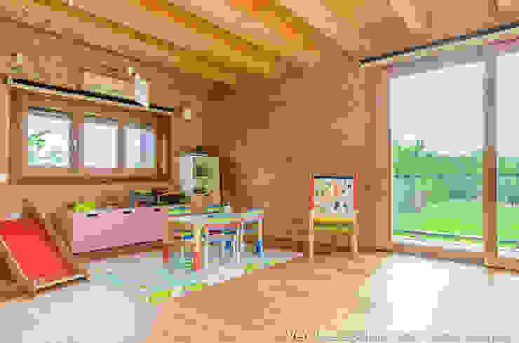 Modern nursery/kids room by Venduta a Prima Vista Modern
