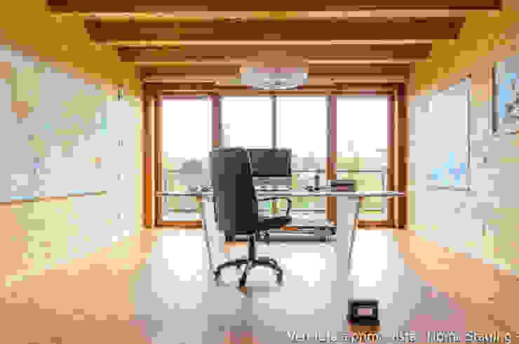 Modern study/office by Venduta a Prima Vista Modern