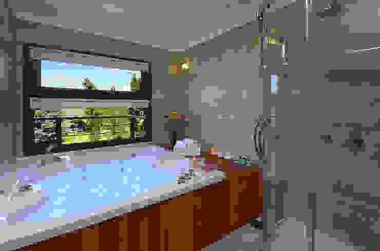 Baños Hoteles de estilo moderno de INTEGRAR DISEÑO Moderno