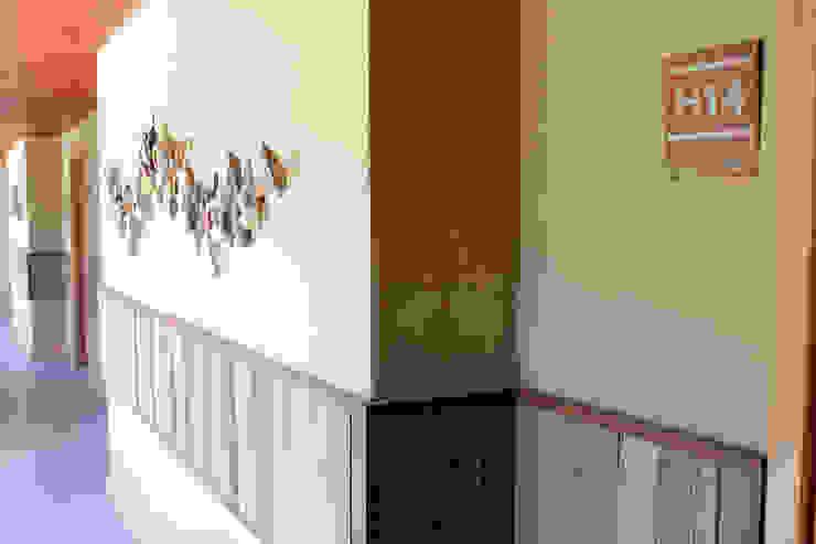 Detalles en pasillos Hoteles de estilo moderno de INTEGRAR DISEÑO Moderno