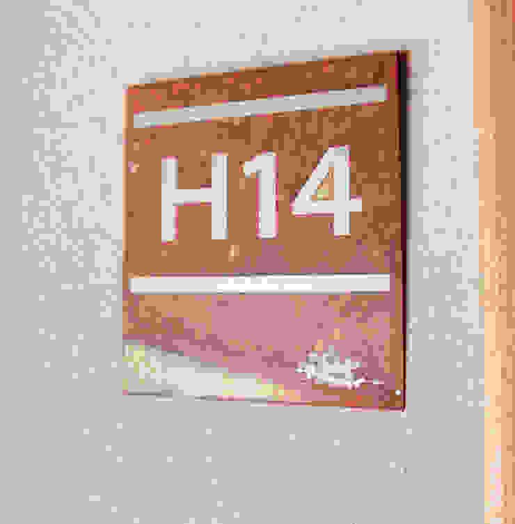 Numeros habitaciones Hoteles de estilo moderno de INTEGRAR DISEÑO Moderno