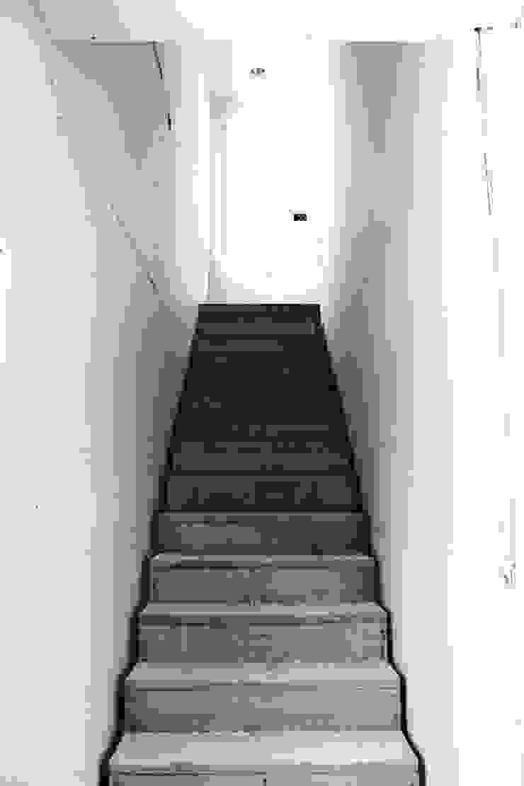 Fotos varias Pasillos, vestíbulos y escaleras modernos de Banda & Soldevilla Arquitectos Moderno