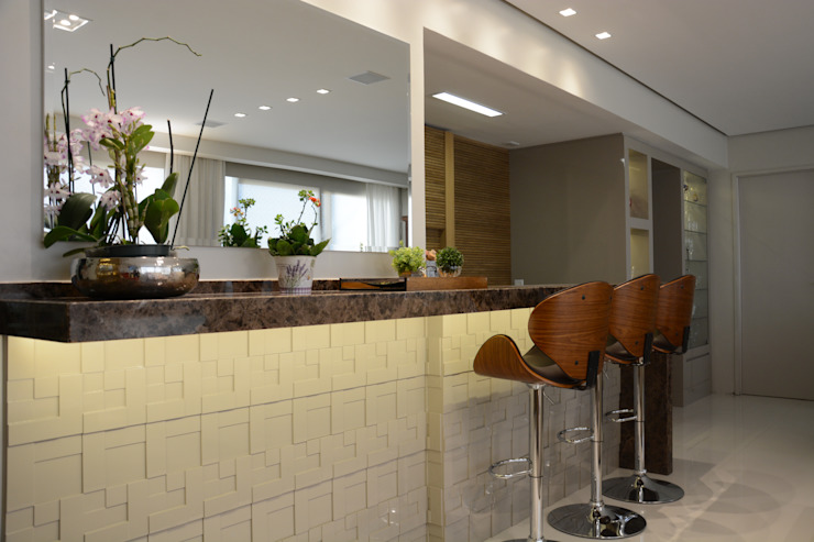 Modern Dining Room by Carolina Burin & Arquitetos Associados Modern
