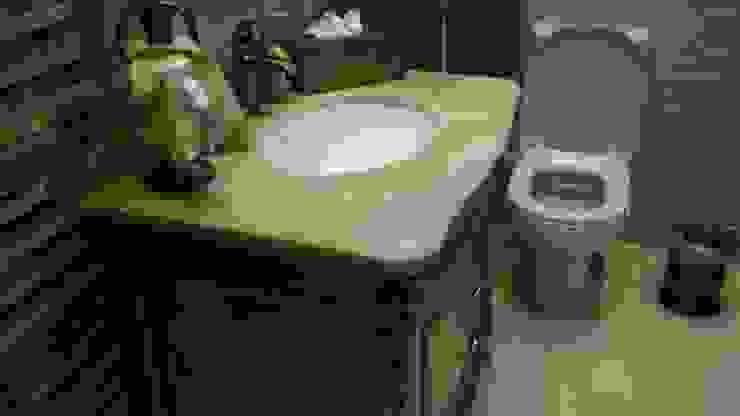 الرواد العرب Classic style bathroom