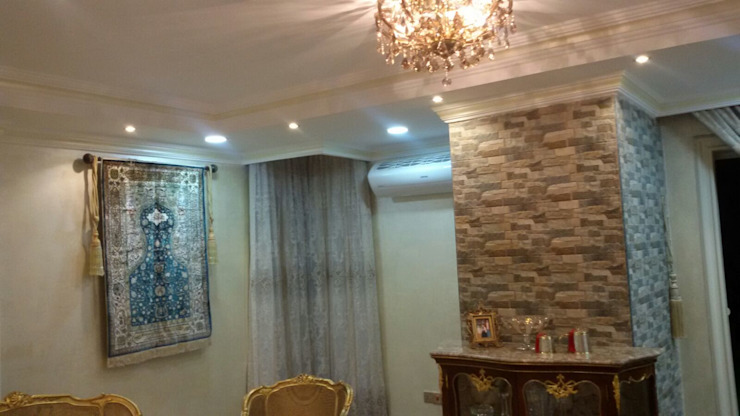 الرواد العرب Classic style living room