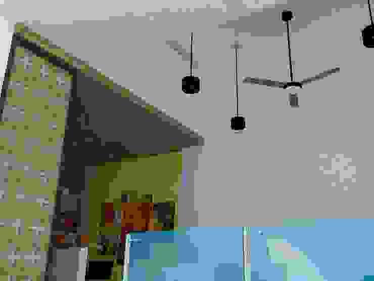 Detalle de cielos falsos en sala y cocina. Salas modernas de TALLER 9, ARQUITECTURA Moderno
