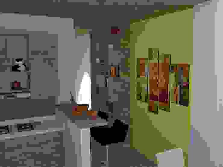 Vista de cocina y mueble de biblioteca. Cocinas modernas de TALLER 9, ARQUITECTURA Moderno