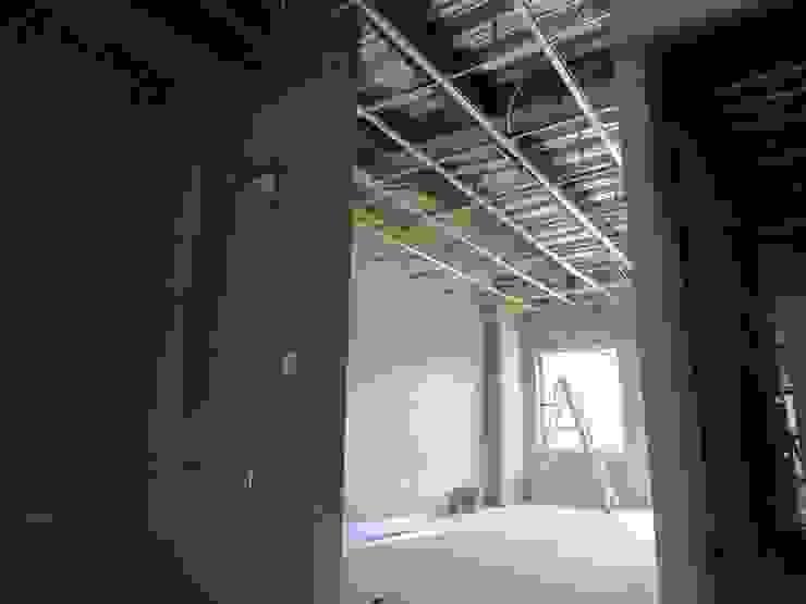 VIVIENDA <q>N&R</q> Habitaciones modernas de TALLER 9, ARQUITECTURA Moderno