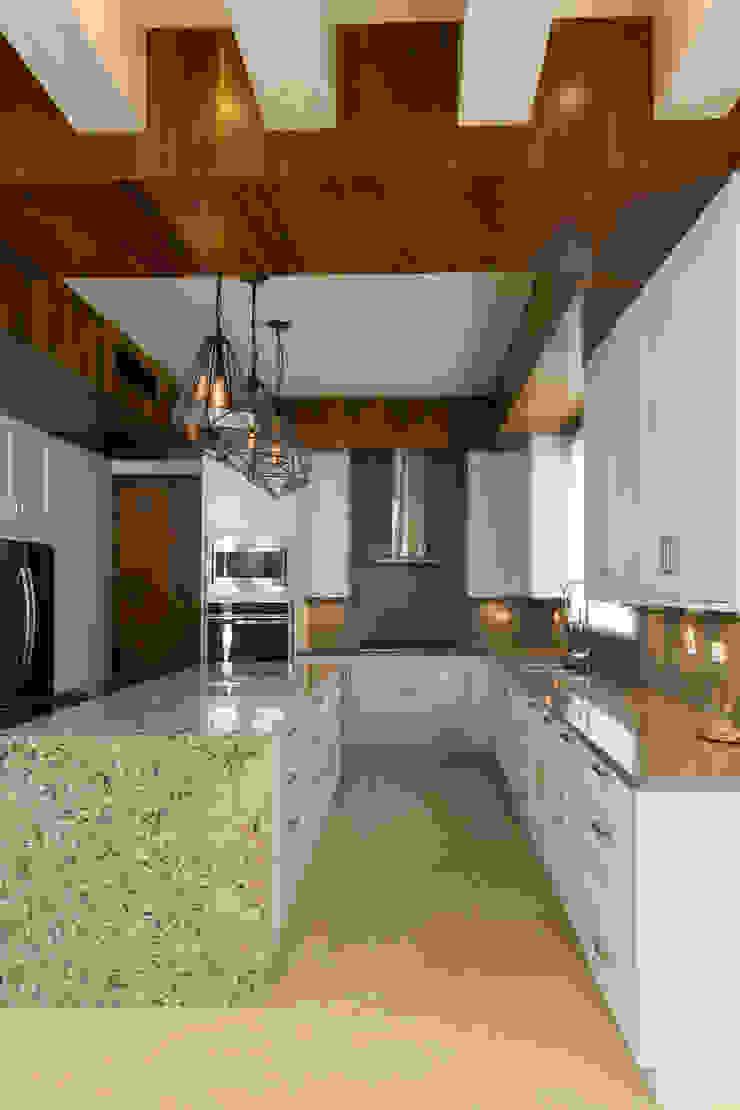 FM Modern Kitchen by TAMEN arquitectura Modern