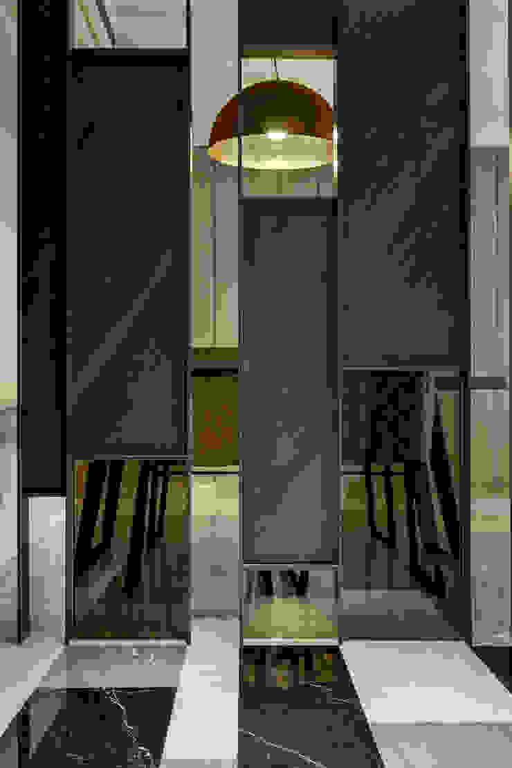家的眷戀 現代風玄關、走廊與階梯 根據 大荷室內裝修設計工程有限公司 現代風