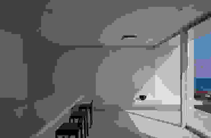 FRSW-HOUSE 門一級建築士事務所 モダンデザインの リビング 白色
