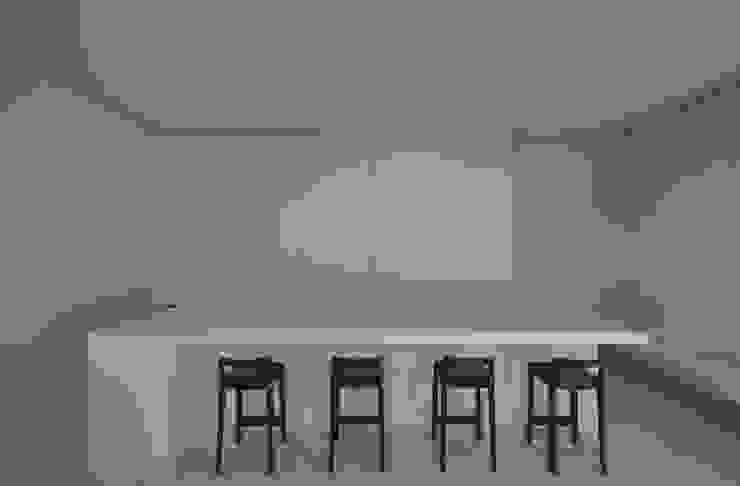 FRSW-HOUSE 門一級建築士事務所 モダンデザインの ダイニング 白色