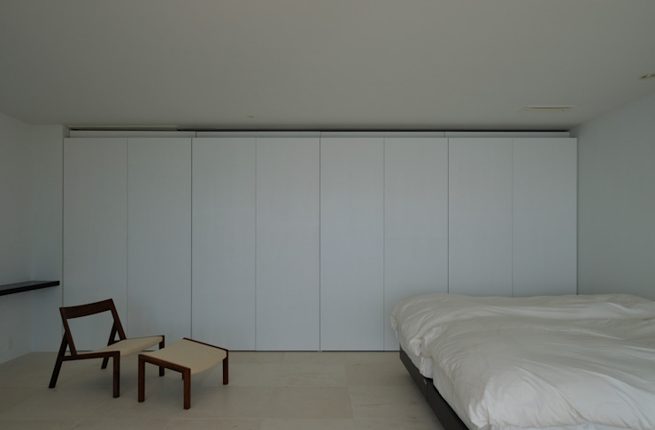 FRSW-HOUSE 門一級建築士事務所 モダンスタイルの寝室 白色