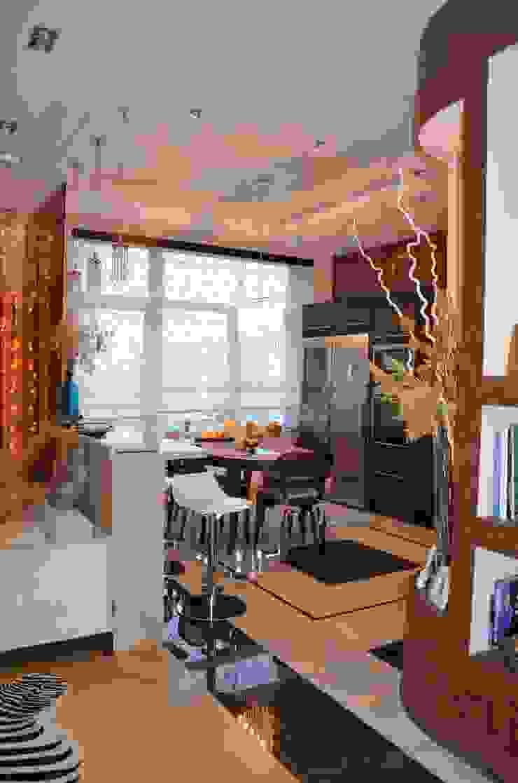 Modern dining room by Студия интерьера Дениса Серова Modern