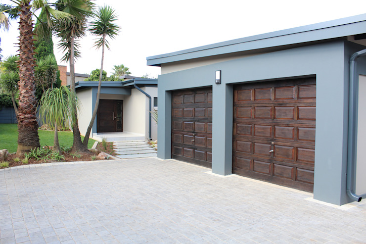 Garages & sheds by Illuminate Home Staging,