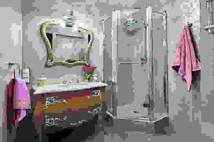 Сливки общества в ЖК Золотые ключи Ванная в классическом стиле от Дизайн бюро Оксаны Моссур Классический