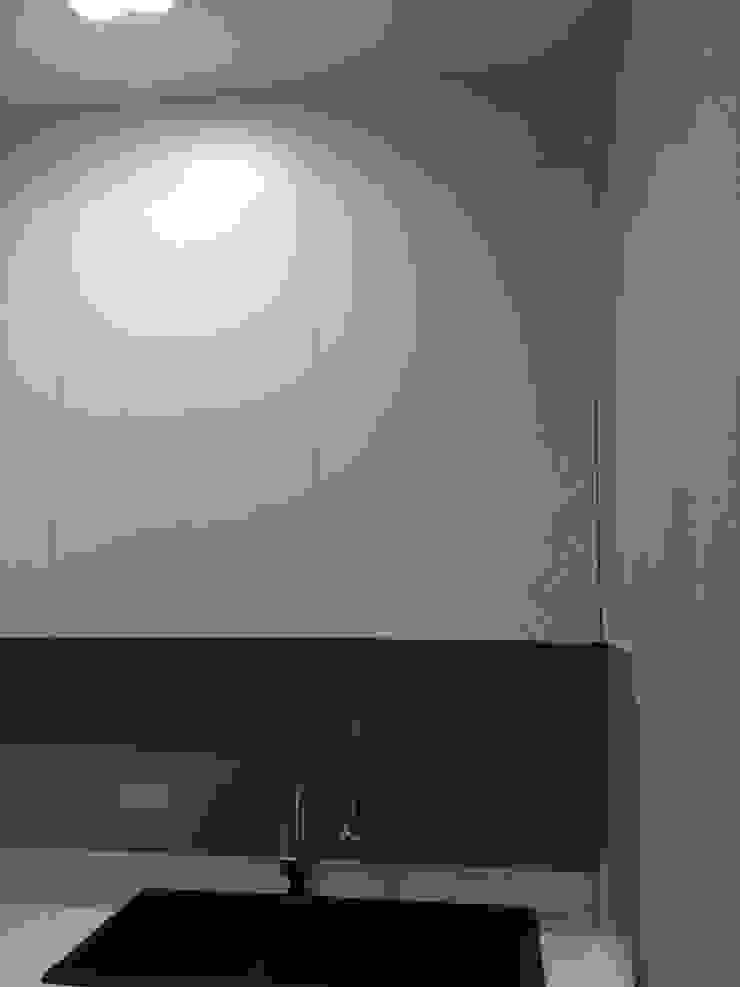 ชุดครัวสีขาว โดย บริษัท บ้านฟ้าโอบ จำกัด
