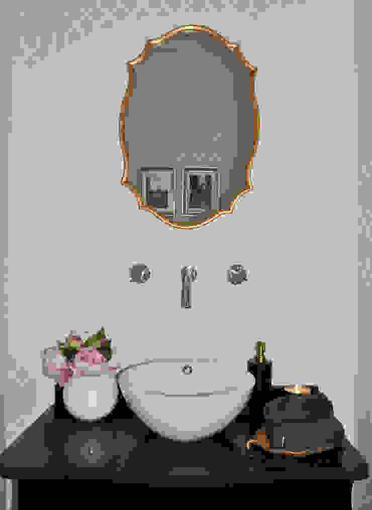 Klasyczna łazienka od Perfect Home Interiors Klasyczny