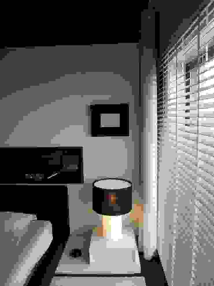 APARTAMENTO PORTO 2009 Quartos minimalistas por AROSO MACHADO Minimalista