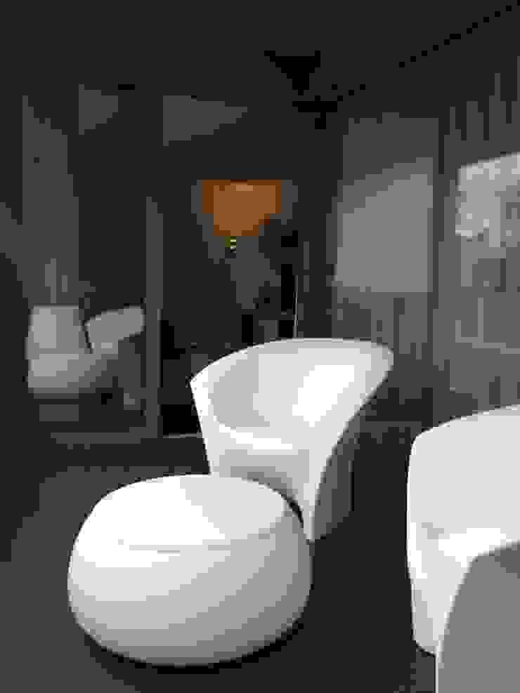 APARTAMENTO ZURIQUE Varandas, marquises e terraços minimalistas por AROSO MACHADO Minimalista