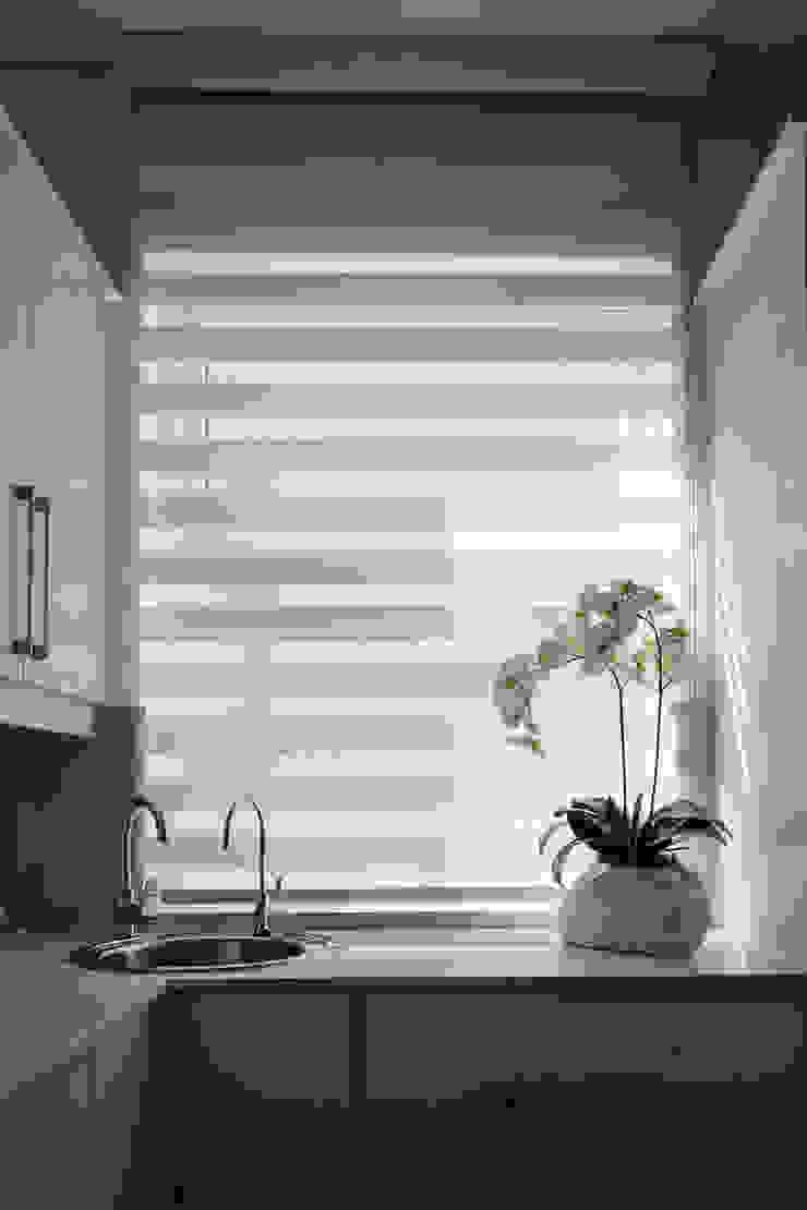 Kitchen Modern kitchen by Tru Interiors Modern