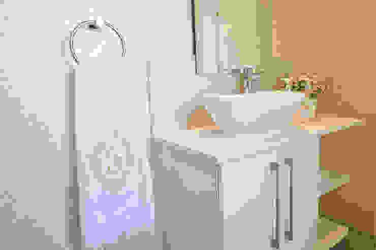 Guest Bathroom Modern bathroom by Tru Interiors Modern
