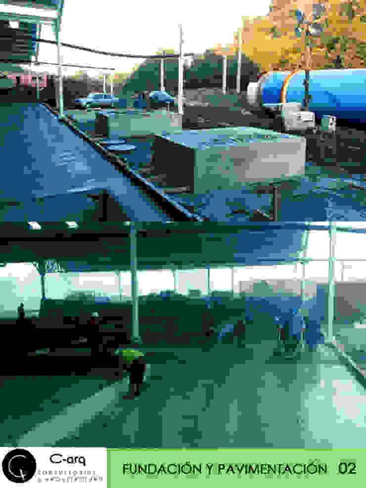 construccion Paredes y pisos de estilo industrial de c-arq Industrial Concreto