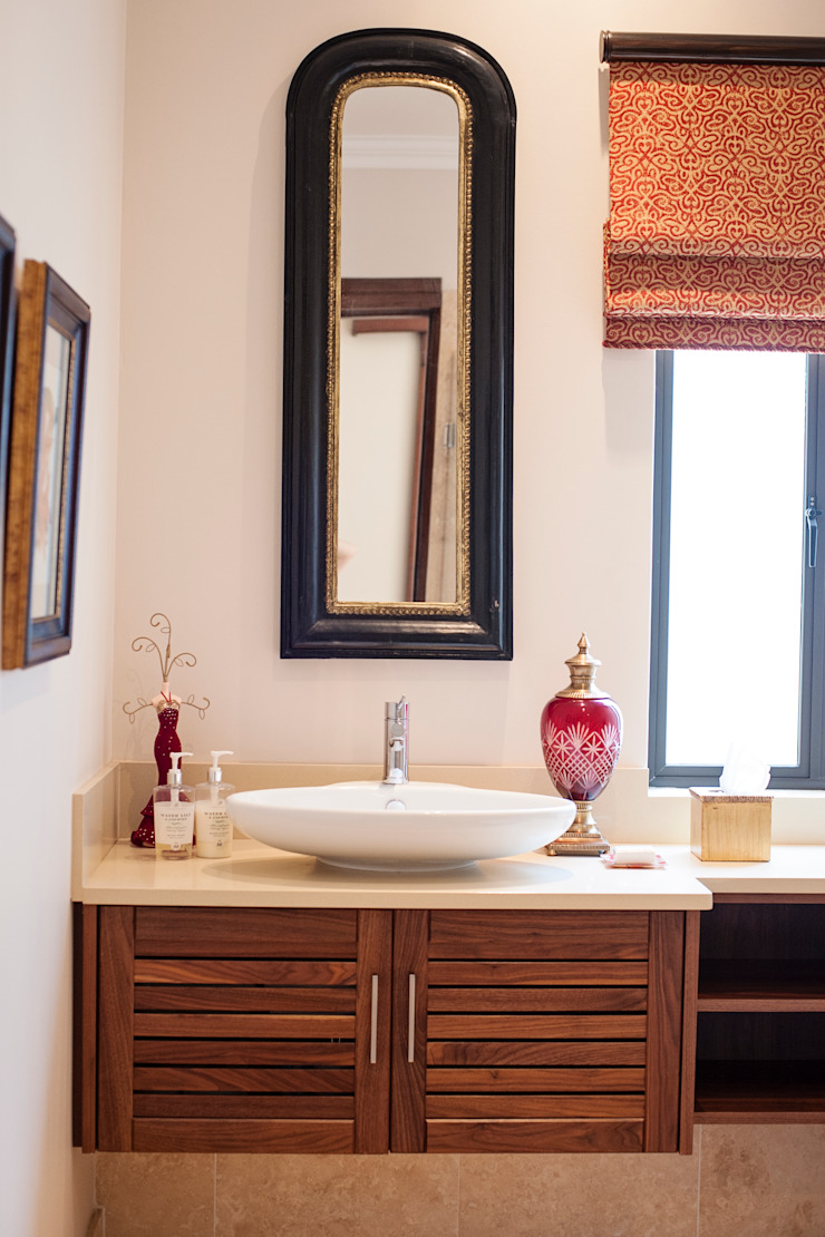 Guest Bathroom Country style bathroom by Tru Interiors Country