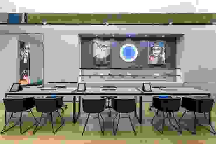 6 Lojas e Espaços comerciais modernos por XYZ Arquitectos Associados Moderno