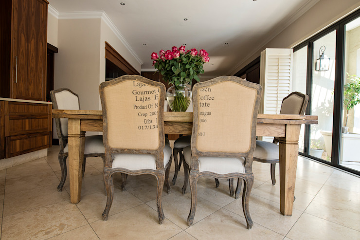 Kitchen breakfast table by Tru Interiors Country