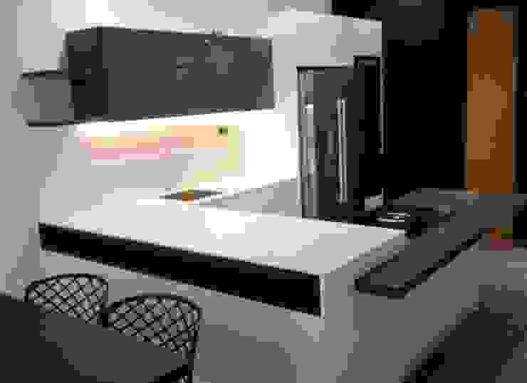 Cocinas modernas de Vibo Cucine sas di Olivero Bruno e c. Moderno
